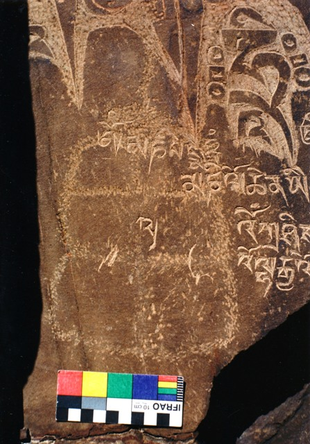 Carving of primitive shrine with superimposed Tibetan mantras, Ra-'brag 'phrang, Ru-thog